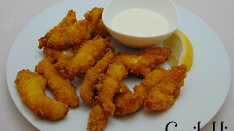 Хрупкави пилешки филенца с чеснов сос