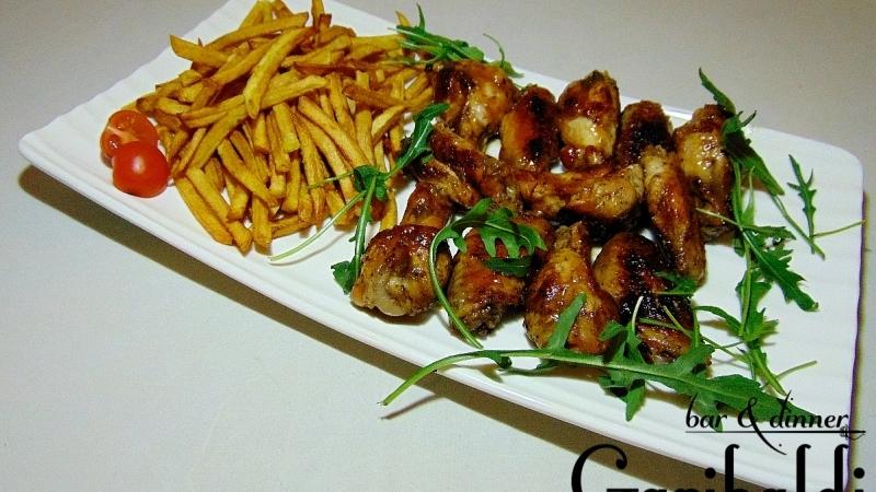 Пилешки крилца с барбекю сос и пърж. картофи